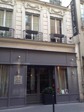 Hotel le Petit Paris : The front of hotel