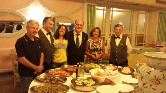 Grand Hotel Parco Del Sole: A cena, il ricco buffet e l'attento e simpaticissimo personale di sala, tra i quali il Sig. Mich