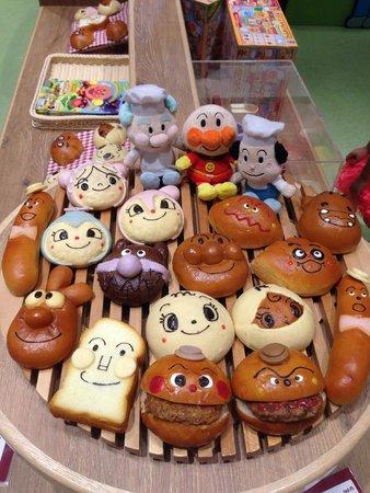 Kobe Harborland: Anpanman bread