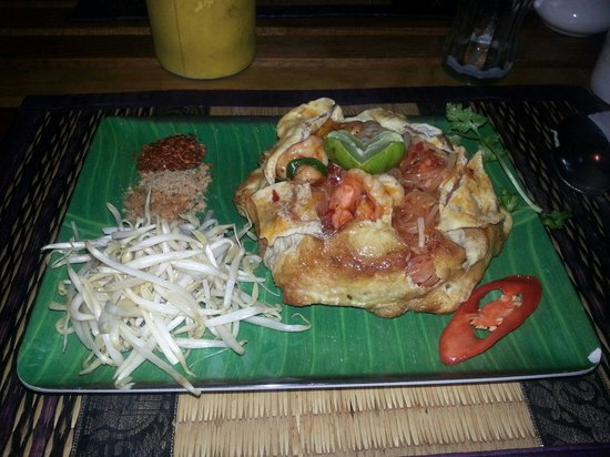 Phad Thai Goong Sod Noodles With Prawn In Tamarind Sauce