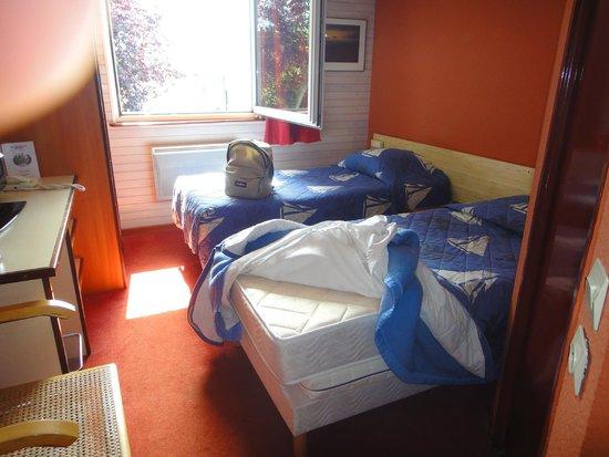 Hotel Restaurant Argos : chambre surchauffée avec matelas dur