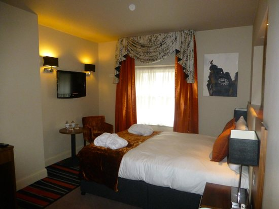 Heywood House Hotel: room 206
