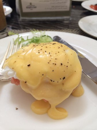 Dunes Cafe at The Shangri-La Hotel: Smoked salmon eggs Benedict. My second one after the bacon eggs Benedict.