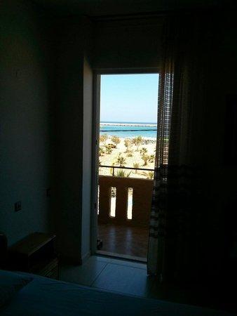 Sea-View Apartments: Vista da dentro la camera