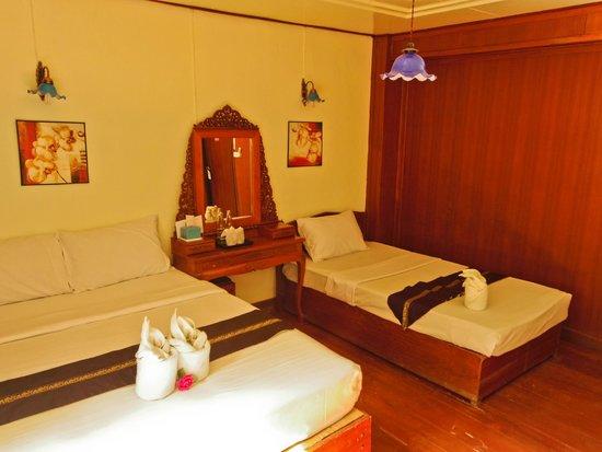 Baan Thai Resort: family room