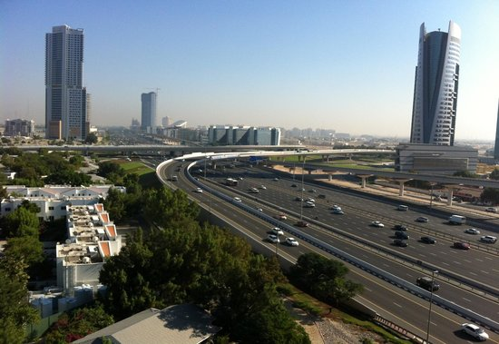 Gloria Hotel Dubai: Shiekh Zayed road view from balcony