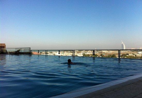 Gloria Hotel Dubai: Pool