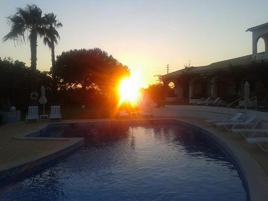 Flor Do Vale Apartments: sunset