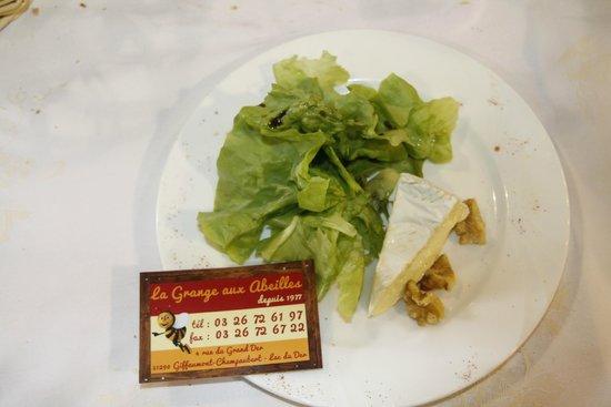 La Grange Aux Abeilles : fromage salade et noix
