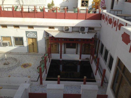 Krishna Prakash Heritage Haveli : Hotel grounds