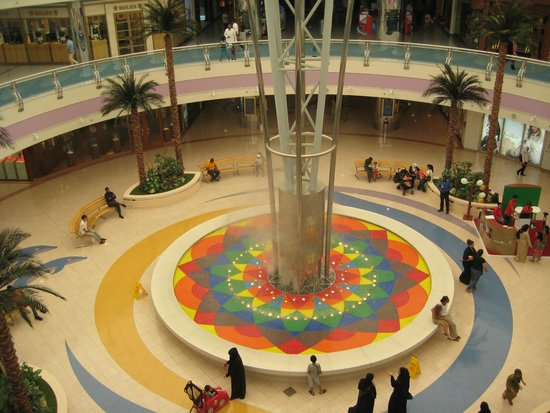 Marina Mall: Water feature in the middle of the center