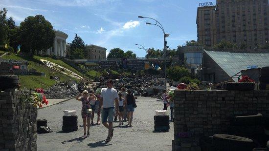Maidan Nezalezhnosti (Independence Square): Шины на Майдане