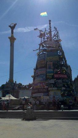 Maidan Nezalezhnosti (Independence Square): Башня на Майдане