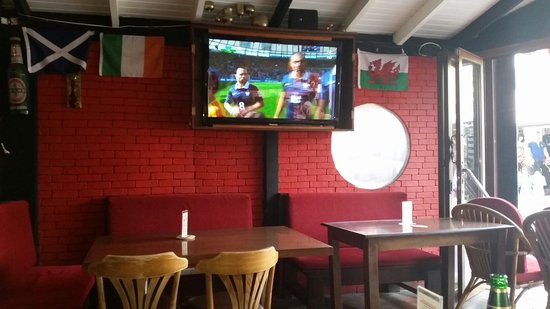 The Red Lion : Watching the world cup