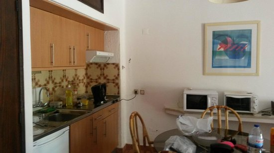 Solar de Sao Joao: Dining area & kitchenette