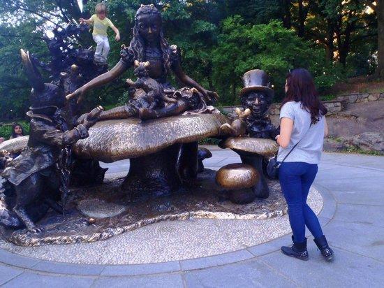 Alice in Wonderland Statue: Statue
