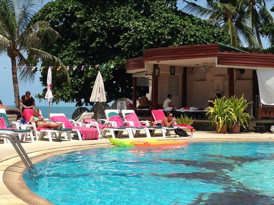 Chaba Samui Resort: Overlooking the pool and Massage area