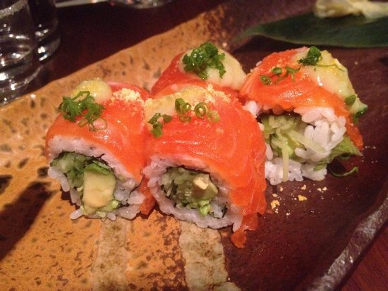 Sake Restaurant & Bar: Salmon rolls