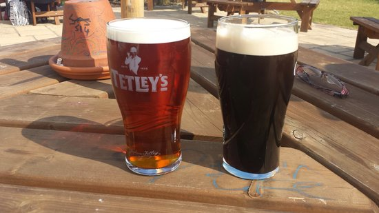 Premier Inn London Dagenham Hotel: beer in the beer garden!