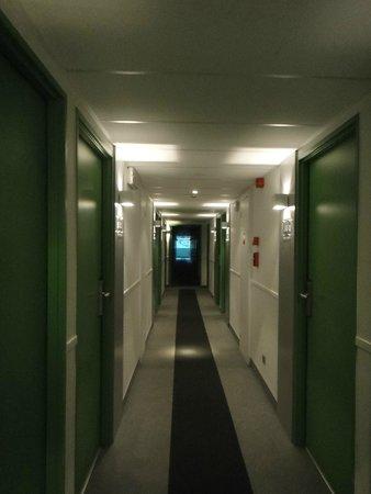 Campanile Luxembourg Airport: Couloir et accès aux chambres du 3 ème étage