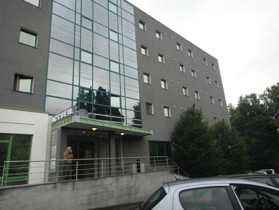 Campanile Luxembourg Airport: Hôtel vu du parking