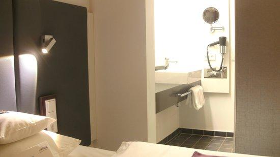 Lindner Hotel & Sports Academy: offenes, schönes Badezimmer