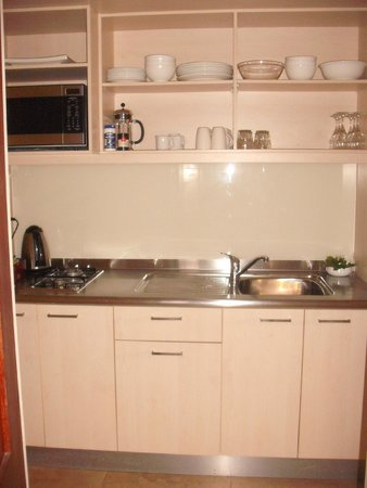 Sunset Resort: Kitchen facilities- fully stocked