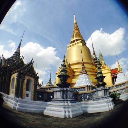The Grand Palace: ...at the entrance