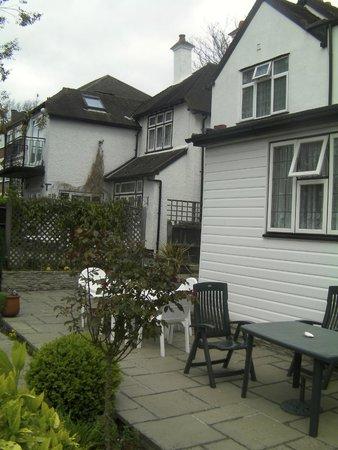 Bridge Cottage Guest House: the backyard