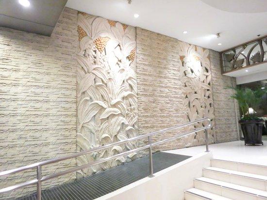 Edsa Shangri-La: Garden Wing Entrance