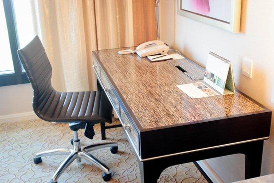 Edsa Shangri-La: Office Table