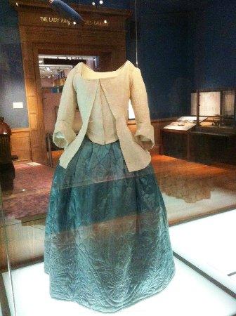 Kelvingrove Art Gallery and Museum: Quiltd dress