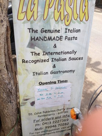 La Pasta world -Ethnic Italian Restaurant : The sign on the street outside. It's closed Sundays and Monday lunch time.