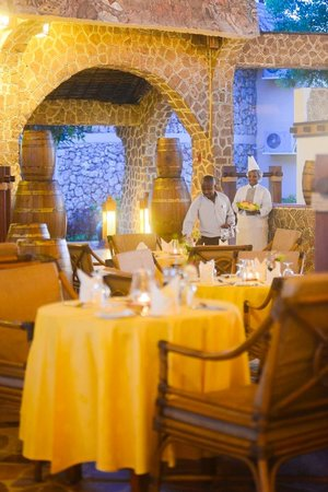 Ledger Plaza Bahari Beach Hotel: Restaurant