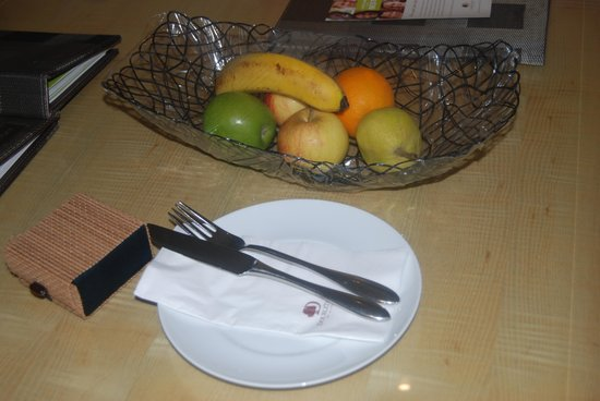 DoubleTree by Hilton Kuala Lumpur: Fruits/cake - their welcome gifts