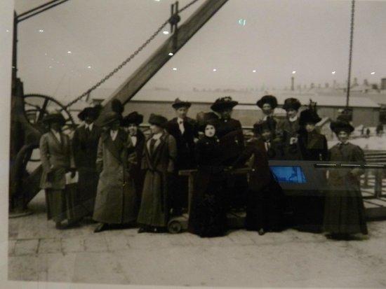 SeaCity Museum: Titanic's Stewardesses