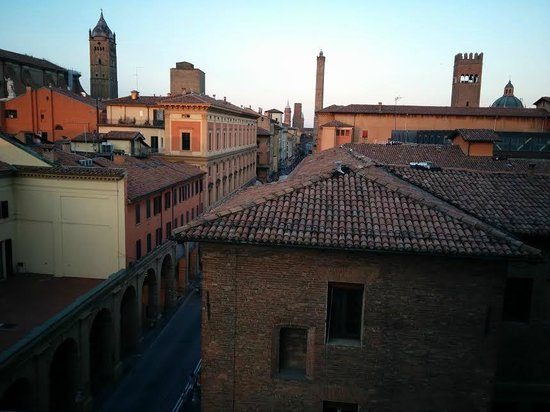 Albergo Centrale: View towards the centre from room 16. Asinelli Tower visible .