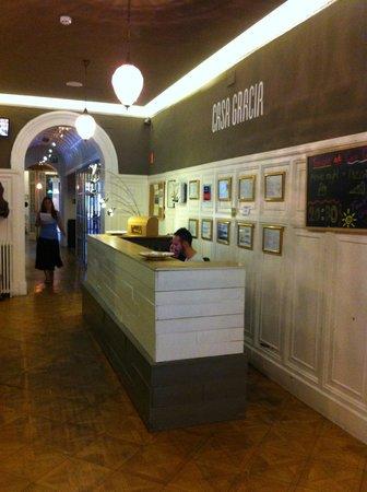 Casa Gracia Barcelona Hostel: Reception