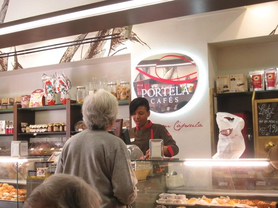 Portela Cafes: front counter and great customer service