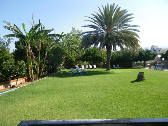 Hadjiantoni Anna Hotel Apartments: Gardens and Children's Play Area