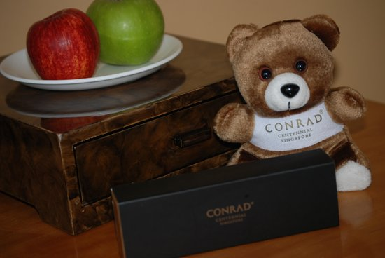 Conrad Centennial Singapore: welcoming gifts from Conrad