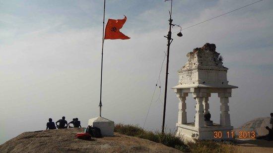 Savandurga: At the peak, Time 9am