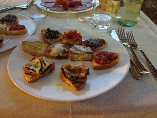 Ristorante Villa Nottola : Mix di bruschette..!!