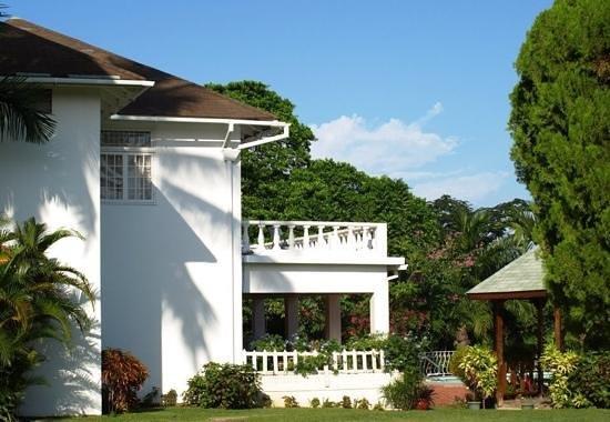Garden House Jamaica: Balcony