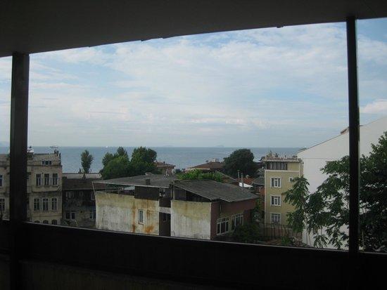 Esans Hotel: Terraza con mesas