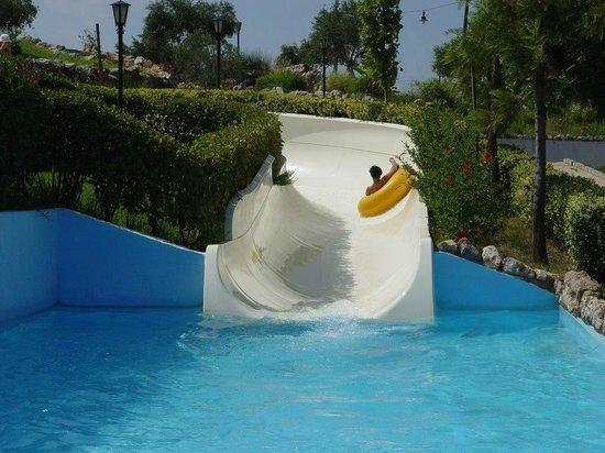 Μοντέρνα....... - תמונה של Limnoupolis Water Park ...
