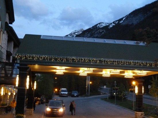 Rimrock Resort Hotel: night