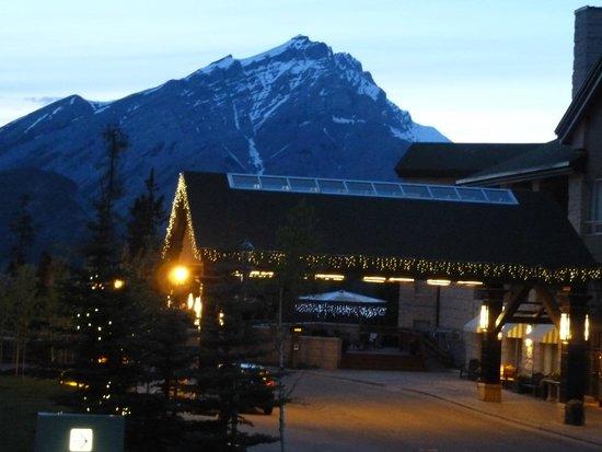 Rimrock Resort Hotel: rimrock at night