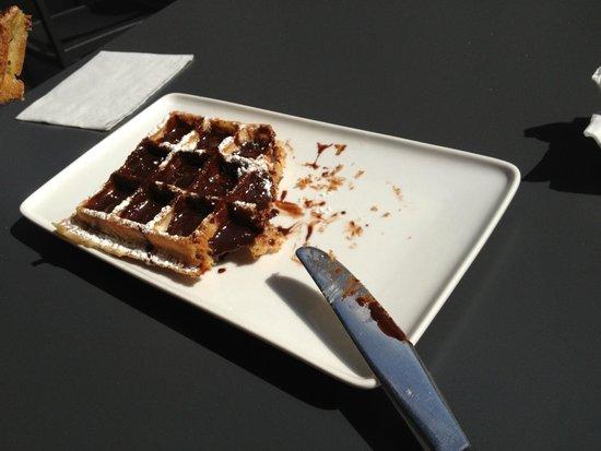 Maison Dandoy - Tea Room: waffle with chocolate