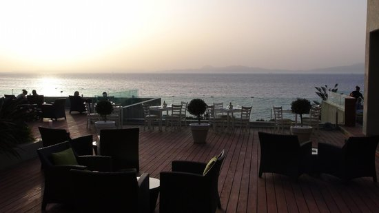 Sheraton Rhodes Resort : Sunset view from the lounge bar